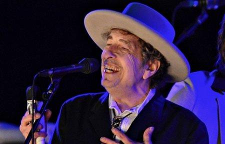 Нобелевскую премию по литературе получил Боб Дилан.