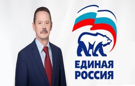 Встречи с избирателями, новогодние подарки, акции, футбол - парламентская неделя Владимира Новикова в Приморье.