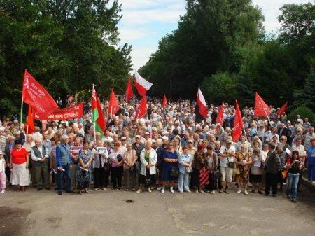 Митинг против продажи стадиона в г. Артеме.