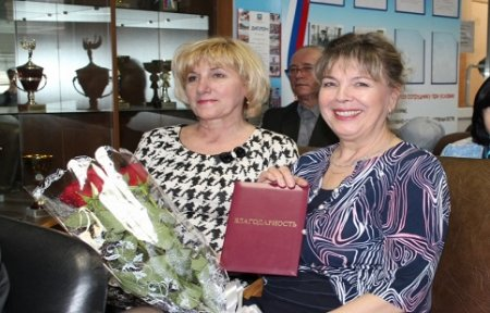 В Артеме ветеранам органов внутренних дел вручили ведомственные награды.