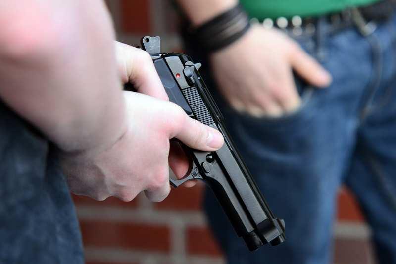 Сотрудники уголовного розыска задержали подозреваемого в причинении ранения жителю города Артема.