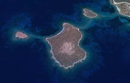 Турки не пустили корабль с министром обороны Греции к спорным островам.