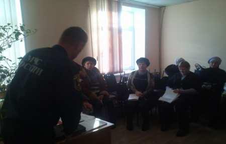 В городе Артеме специалисты МЧС России провели встречу с соцработниками.