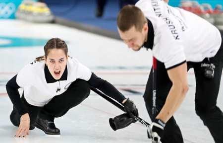 Российские керлингисты уступили швейцарцам в заключительной сессии группового этапа в дабл-миксте.
