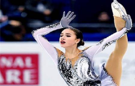 Фигуристка Алина Загитова выиграла произвольную программу в рамках олимпийского командного турнира.