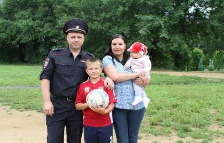 В Приморье полицейские празднуют День семьи, любви и верности.