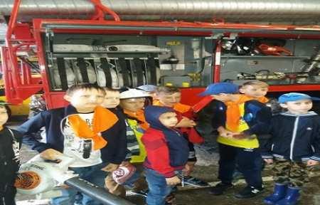 Школьники города Артема посетили с экскурсией пожарно-спасательную часть.