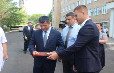 Компания «Ратимир» подарила городской больнице Спасска-Дальнего новый автомобиль скорой помощи.
