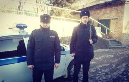Сотрудники Росгвардии задержали двух жителей Артема за оскорбления водителя такси.