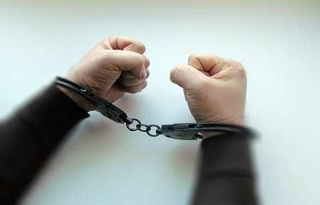 В городе Артеме задержали двоих граждан, находящихся в розыске.