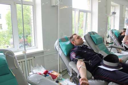 В Артеме полицейские приняли участие в акции по сдаче крови