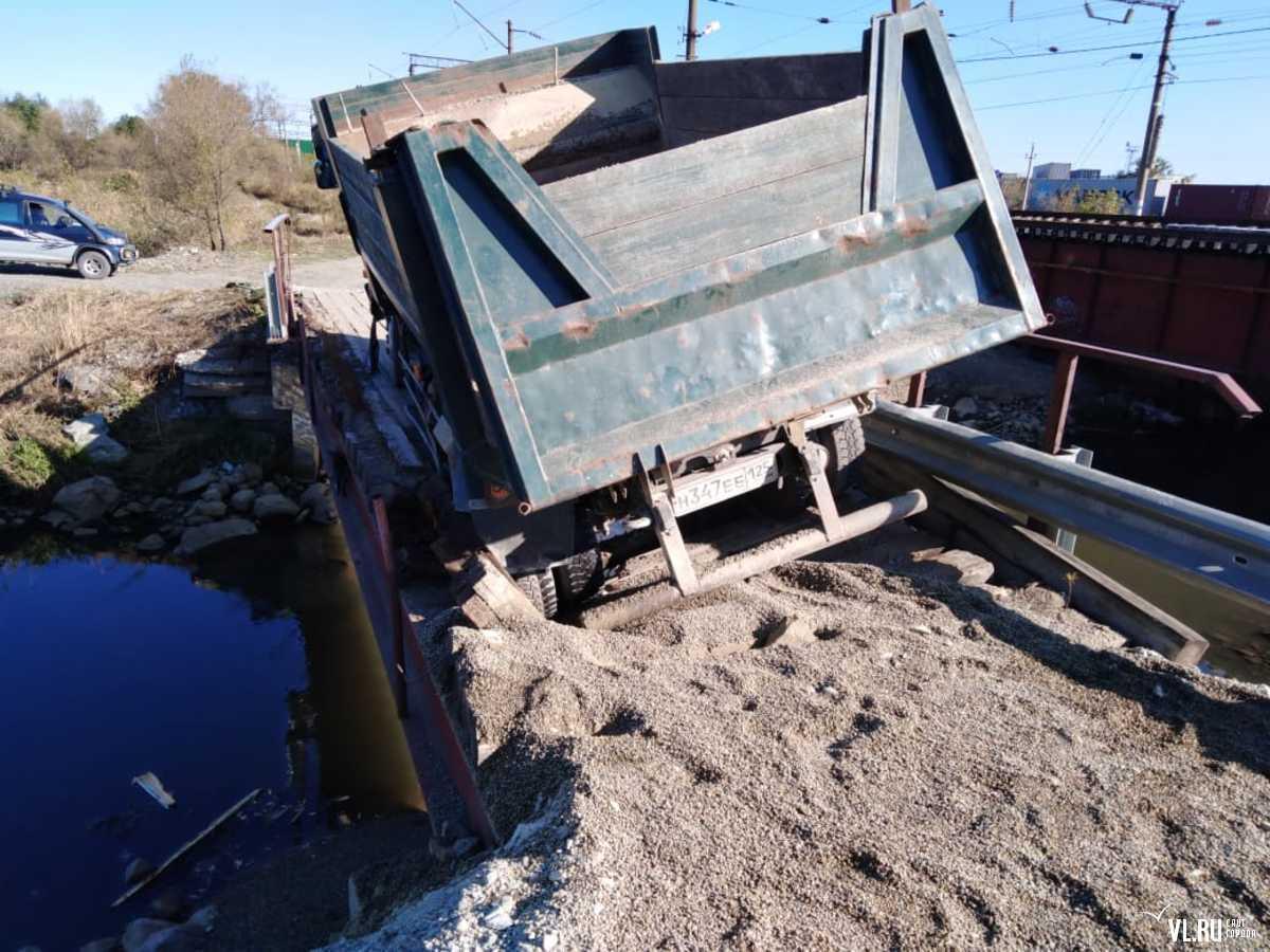 Между Владивостоком и Артемом второй раз за осень обвалился мост