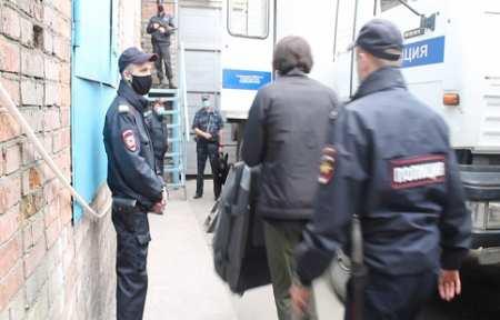 В Артеме задержаны подозреваемые в краже из частного домовладения.