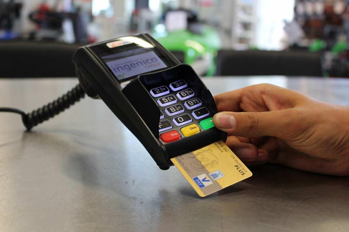 Полицейские задержали жительницу Приморья за мошенничество с использованием электронных средств платежа